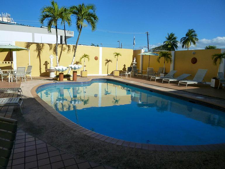 pool at the Hotel Villa del Sol