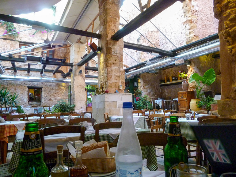 Ela Taverna